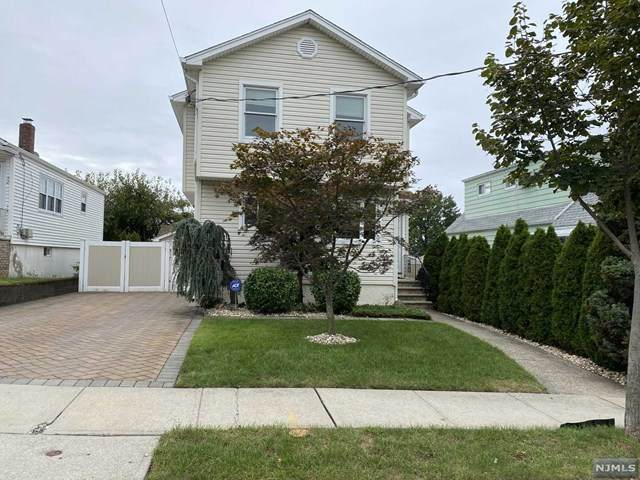 48 Carlyle Court, Carlstadt, NJ 07072 (#21040385) :: NJJoe Group at Keller Williams Park Views Realty