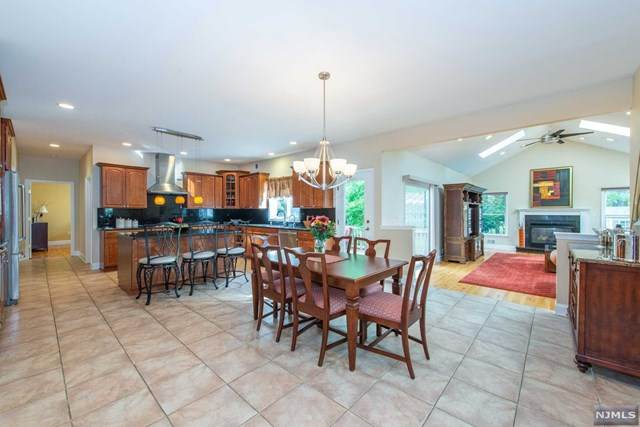 1 Tulip Court, Livingston, NJ 07039 (MLS #21040747) :: Team Braconi | Christie's International Real Estate | Northern New Jersey