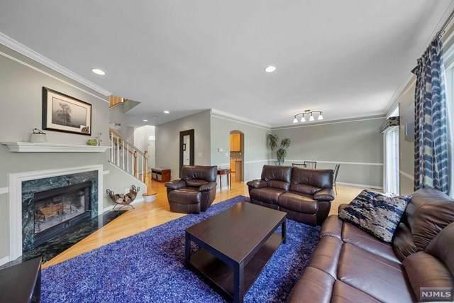 12 Cobblestone Court, Oakland, NJ 07436 (MLS #21040855) :: Kiliszek Real Estate Experts