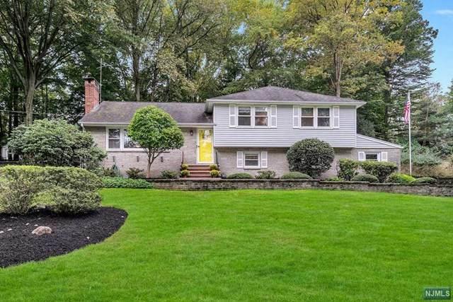 30 Eaglecrest Place, Oakland, NJ 07436 (MLS #21041124) :: Kiliszek Real Estate Experts