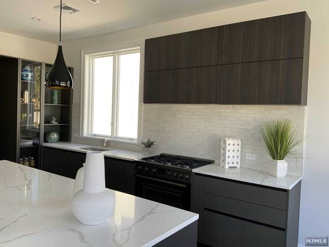 33 E Bayview Avenue, Englewood Cliffs, NJ 07632 (MLS #21041463) :: The Dekanski Home Selling Team