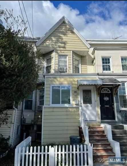 537 Avenue E, Bayonne, NJ 07002 (#21041900) :: NJJoe Group at Keller Williams Park Views Realty