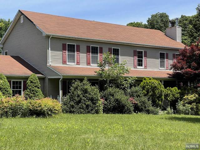 24 Charissa Court, West Milford, NJ 07421 (MLS #21042062) :: Team Braconi | Christie's International Real Estate | Northern New Jersey