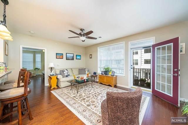3 Crystal Court B2, Woodland Park, NJ 07424 (MLS #21042891) :: The Dekanski Home Selling Team