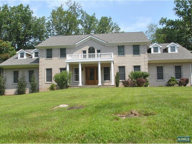 25 Hampshire Hill Rd, Upper Saddle River, NJ 07458 (#1731325) :: RE/MAX Properties
