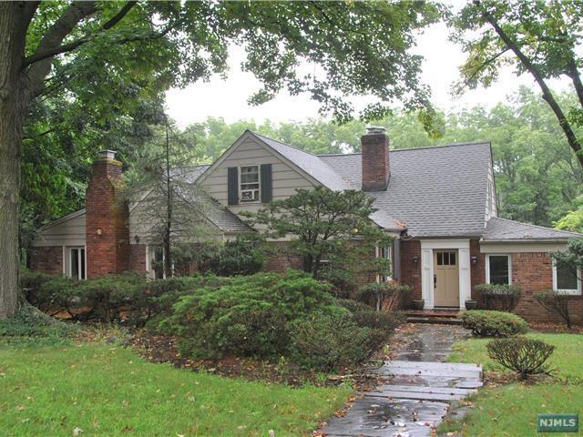 825 W Saddle River Rd, Ho-Ho-Kus, NJ 07423 (#1732392) :: RE/MAX Properties