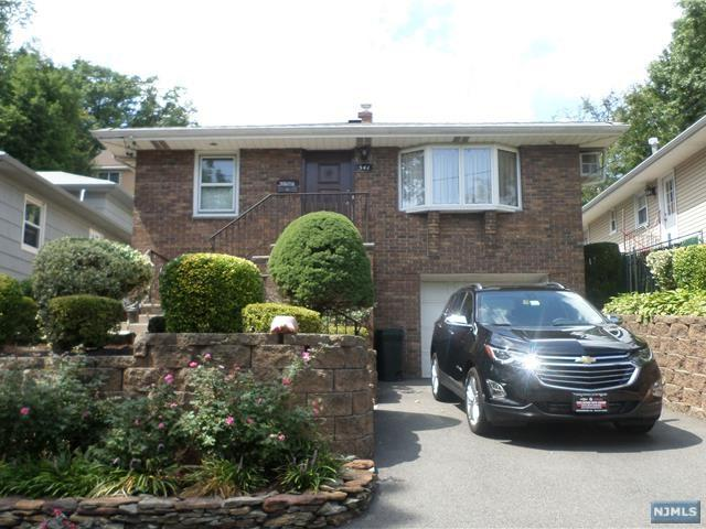 541 Liberty Pl, Ridgefield, NJ 07657 (#1733408) :: Group BK