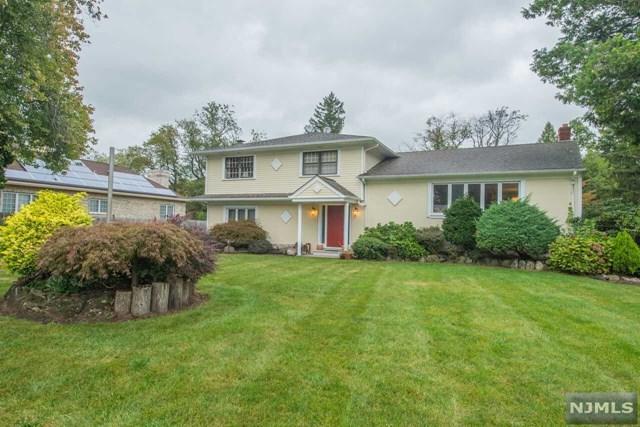 3 Meadow Ct, Fairfield, NJ 07004 (MLS #1740016) :: The Dekanski Home Selling Team