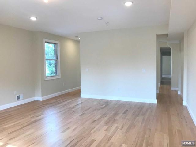 17 W Washington Pl, Palisades Park, NJ 07650 (#1740585) :: Group BK