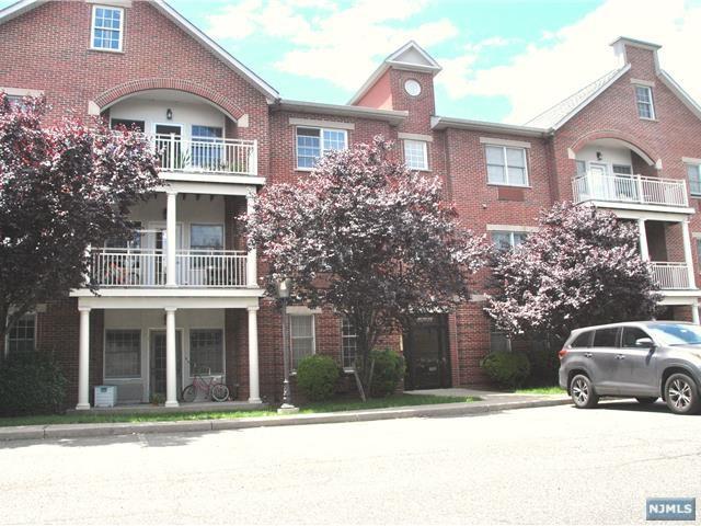 5 Tenakill Park Drive #322, Cresskill, NJ 07626 (MLS #1824575) :: The Dekanski Home Selling Team
