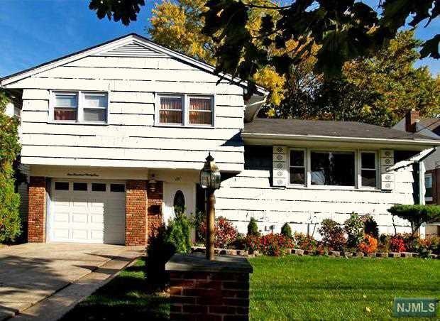 191 S Prospect Avenue, Bergenfield, NJ 07621 (MLS #1828652) :: William Raveis Baer & McIntosh