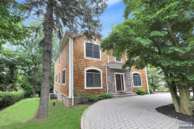 546 Russell Avenue, Wyckoff, NJ 07481 (MLS #1832896) :: The Dekanski Home Selling Team