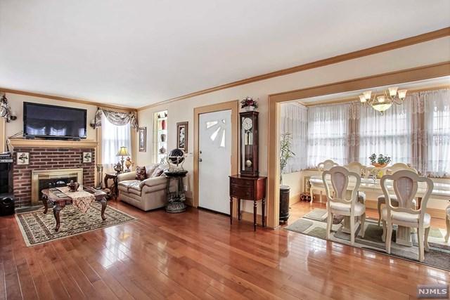 1 Oak Terrace, West Orange, NJ 07052 (MLS #1833498) :: The Dekanski Home Selling Team