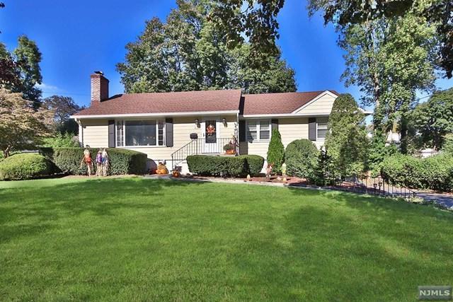 429 Colwell Court, Ridgewood, NJ 07450 (MLS #1842600) :: The Dekanski Home Selling Team