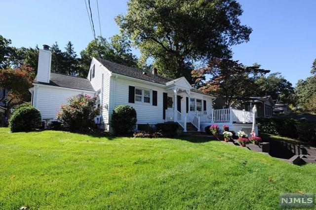 15 Oak Street, Midland Park, NJ 07432 (MLS #1843338) :: The Dekanski Home Selling Team