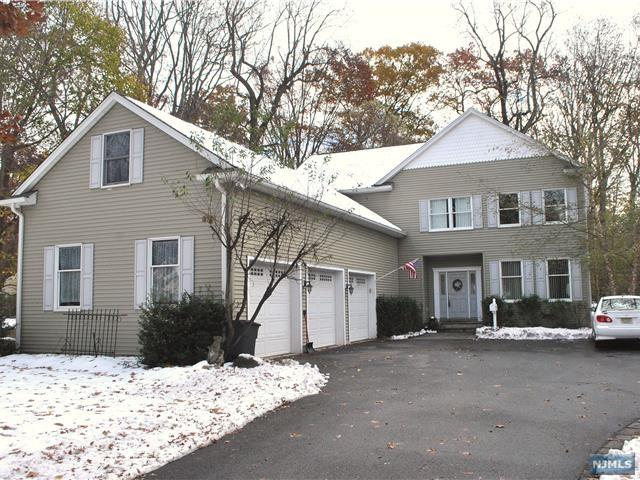 556 Hillside Avenue, Allendale, NJ 07401 (#1846881) :: Group BK