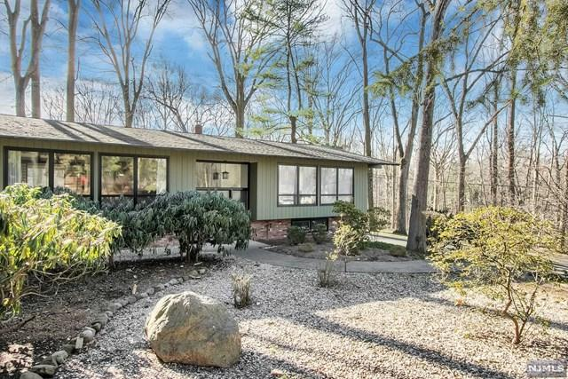 31 Addison Terrace, Old Tappan, NJ 07675 (MLS #1904378) :: William Raveis Baer & McIntosh