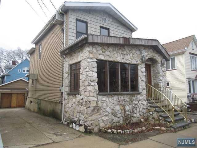98 W 37th Street, Bayonne, NJ 07002 (#1905819) :: Berkshire Hathaway HomeServices Abbott Realtors