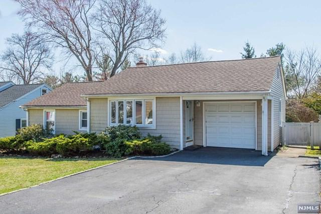 7 Hillcrest Place, North Caldwell, NJ 07006 (#1914054) :: Berkshire Hathaway HomeServices Abbott Realtors