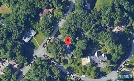 8 Berkeley Drive, Tenafly, NJ 07670 (#1943162) :: Group BK