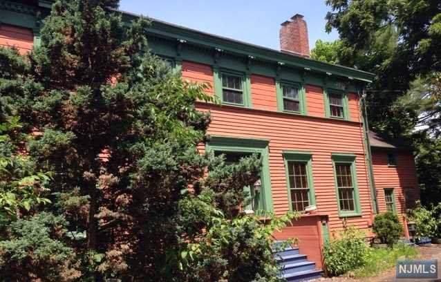 610 Lafayette Avenue, Westwood, NJ 07675 (MLS #1954041) :: The Dekanski Home Selling Team