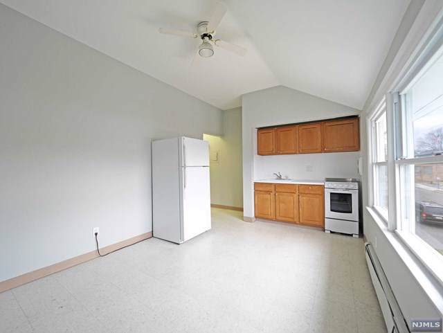 196 Walnut Street 2nd Fl, Northvale, NJ 07647 (MLS #20000548) :: William Raveis Baer & McIntosh