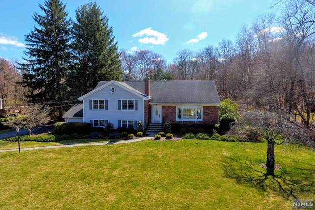 14 Sunrise Lane, Upper Saddle River, NJ 07458 (MLS #20011553) :: The Dekanski Home Selling Team