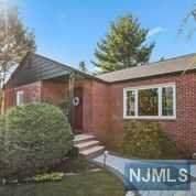 12 Hillcrest Terrace, Verona, NJ 07044 (MLS #20039923) :: Team Francesco/Christie's International Real Estate