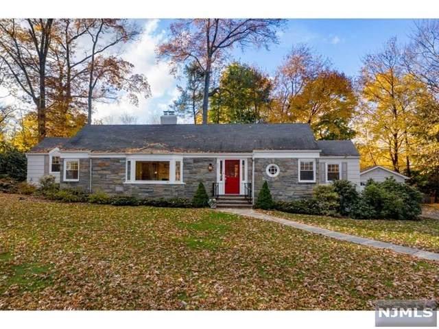 697 Terrace Heights, Wyckoff, NJ 07481 (MLS #20047789) :: The Sikora Group
