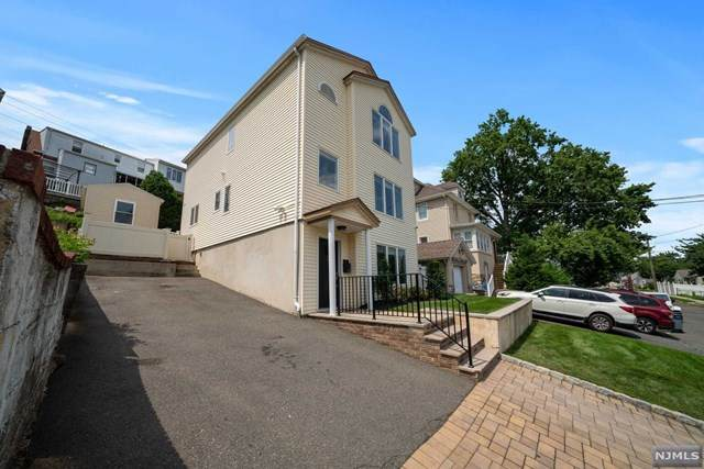 21 Hill Street, Wood Ridge, NJ 07075 (MLS #21030196) :: The Dekanski Home Selling Team