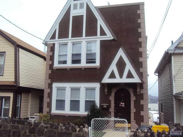 11 Beverly Place, Edgewater, NJ 07020 (MLS #21037587) :: Corcoran Baer & McIntosh