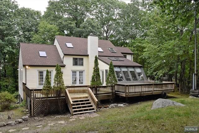 2 Hillside Road, Kinnelon Borough, NJ 07405 (#21038509) :: United Real Estate