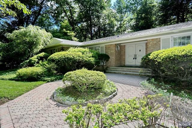 17 Hawthorne Ter, Saddle River, NJ 07458 (#1727664) :: RE/MAX Properties