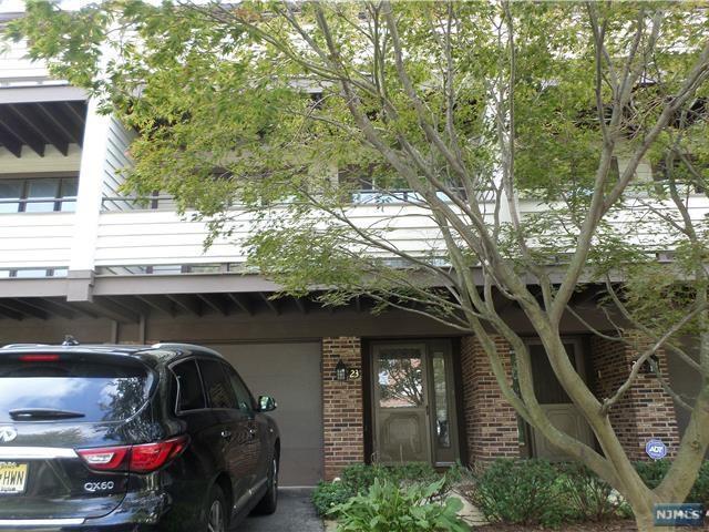 23 Meadowview Court #23, Leonia, NJ 07605 (MLS #1841016) :: The Dekanski Home Selling Team