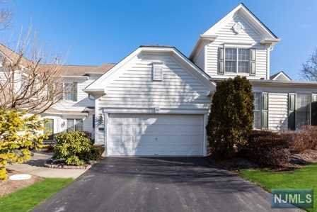 36 Thistle Drive, Paramus, NJ 07652 (#20002599) :: NJJoe Group at Keller Williams Park Views Realty