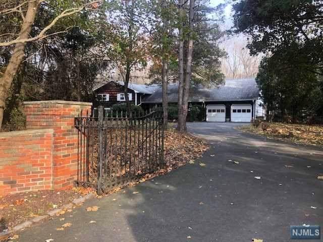 16 Old Farms Road, Saddle River, NJ 07458 (#1951094) :: Proper Estates