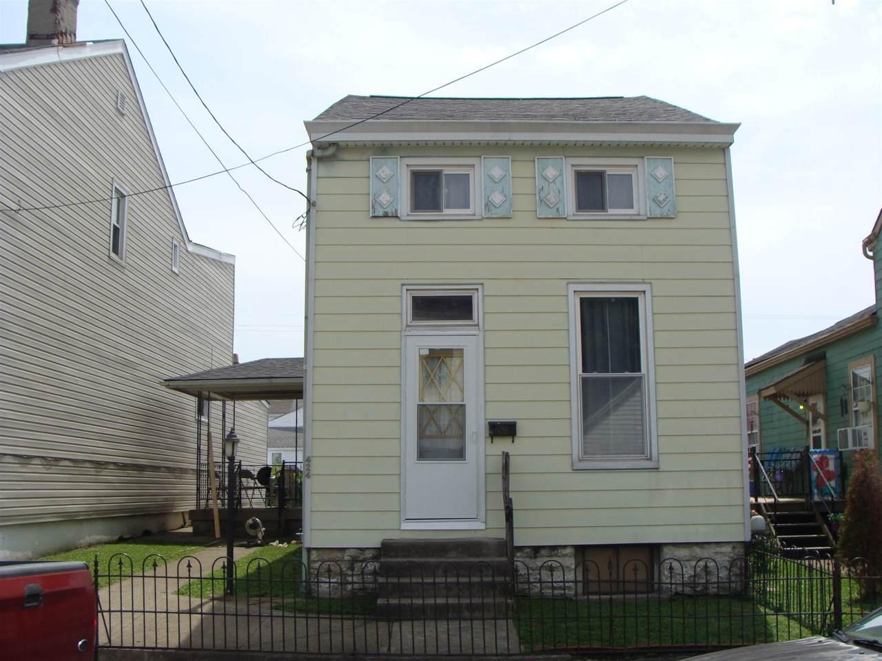424 Lindsey Street - Photo 1
