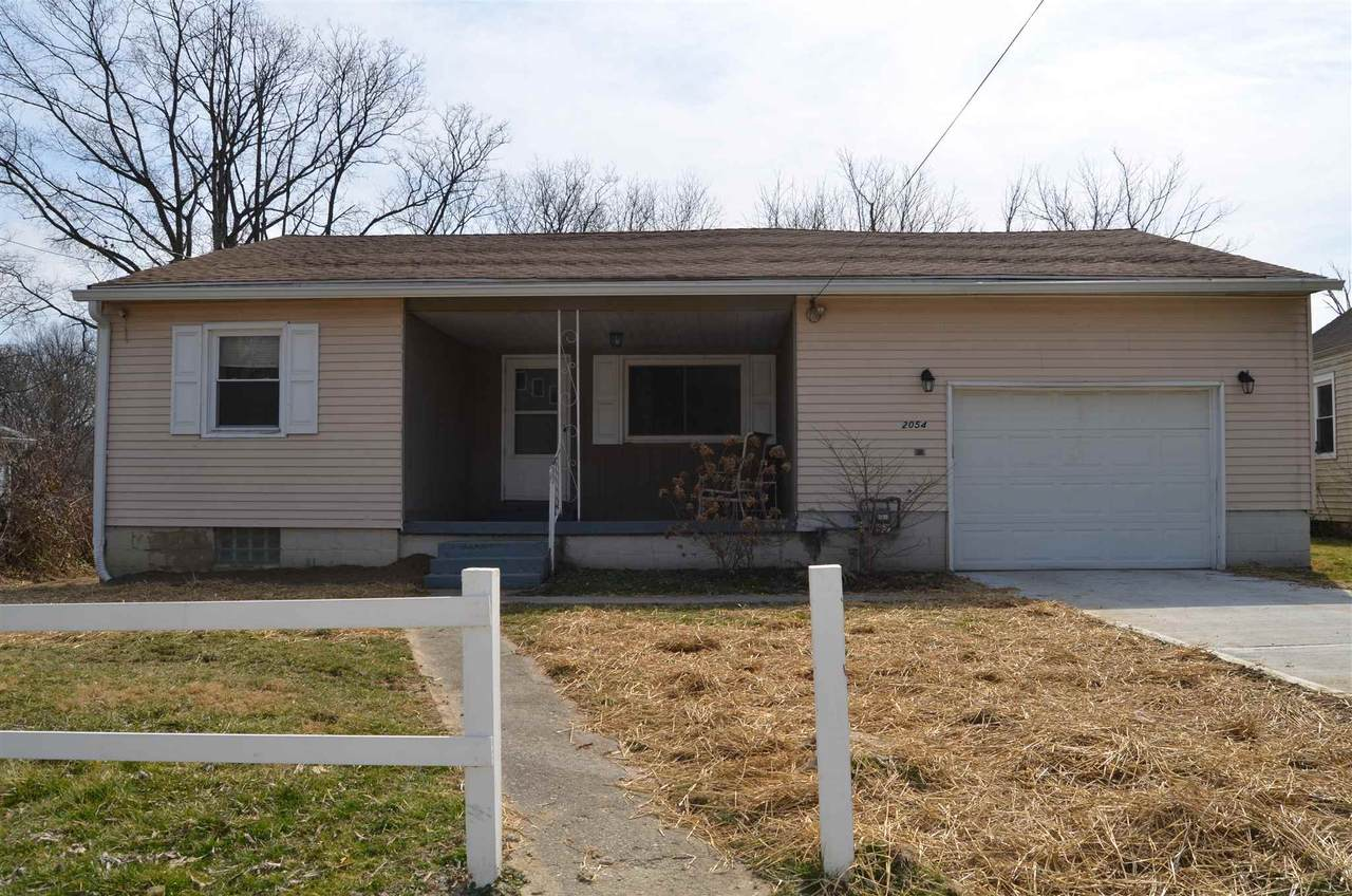 2054 Lakeview Dr - Photo 1