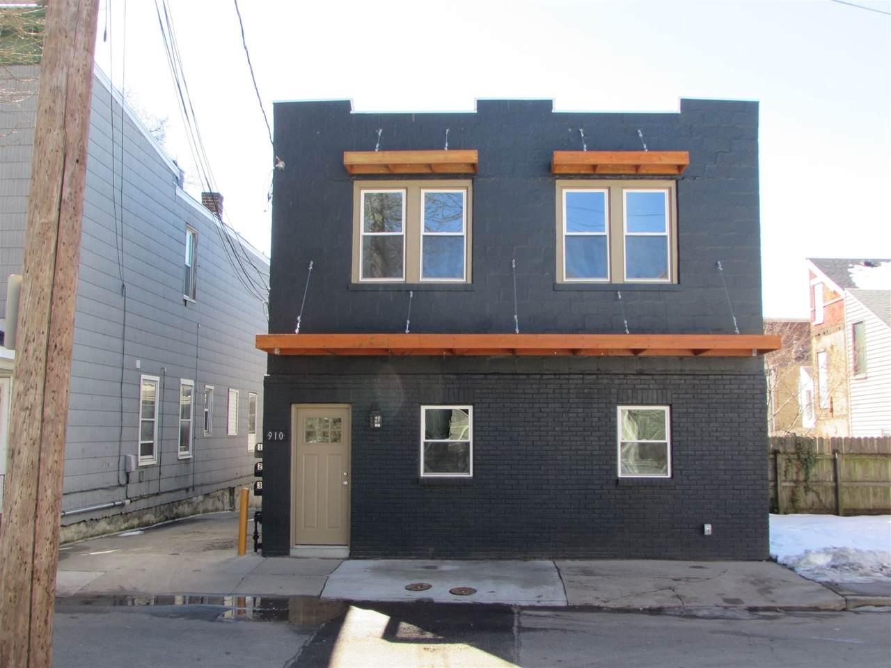 910 Roberts Street - Photo 1