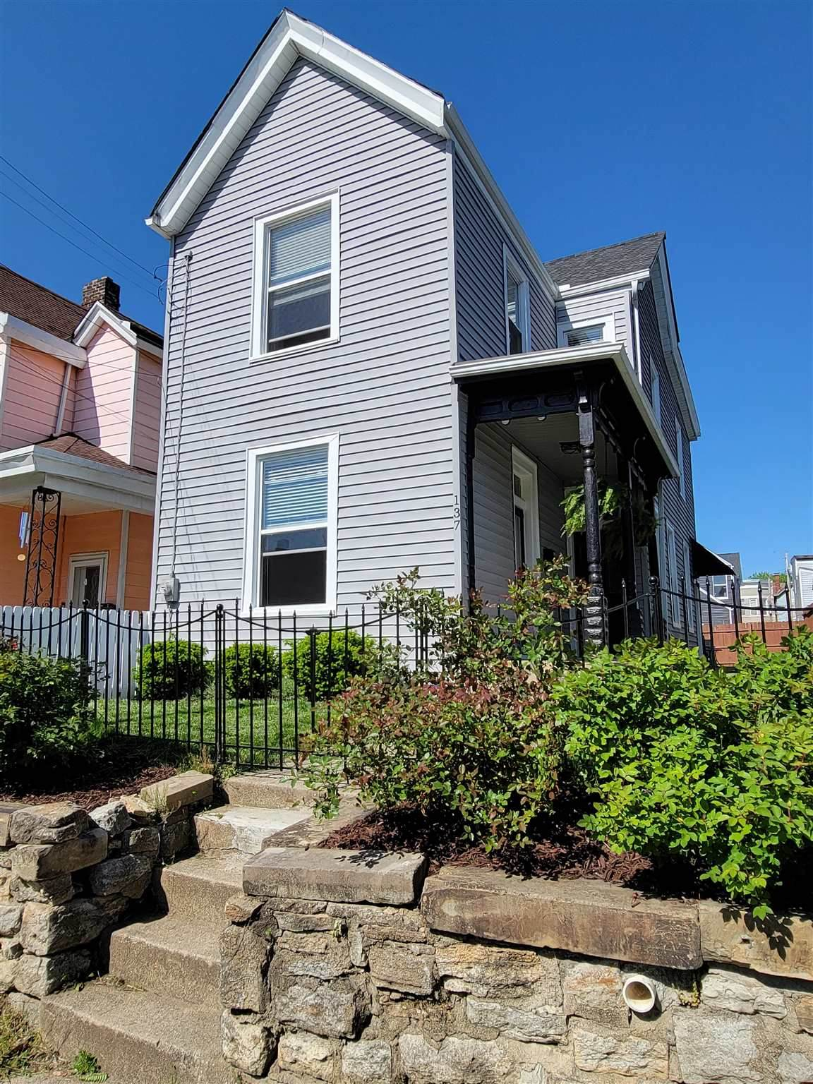 137 Ward Avenue - Photo 1