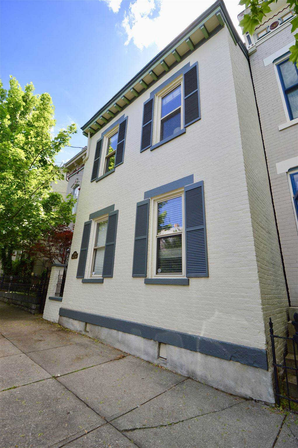 1029 Russell - Photo 1