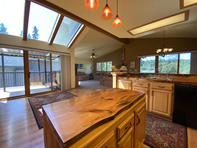 562 St Andrews Drive, Columbia Falls, MT 59912 (MLS #22014046) :: Andy O Realty Group