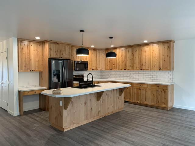 13335 Crescent Moon Drive, Bigfork, MT 59911 (MLS #22016138) :: Whitefish Escapes Realty