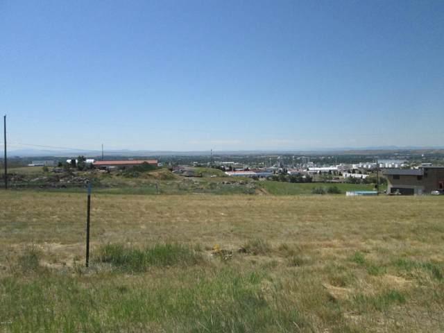 1104 Skyline Drive NE, Great Falls, MT 59404 (MLS #22100100) :: Montana Life Real Estate