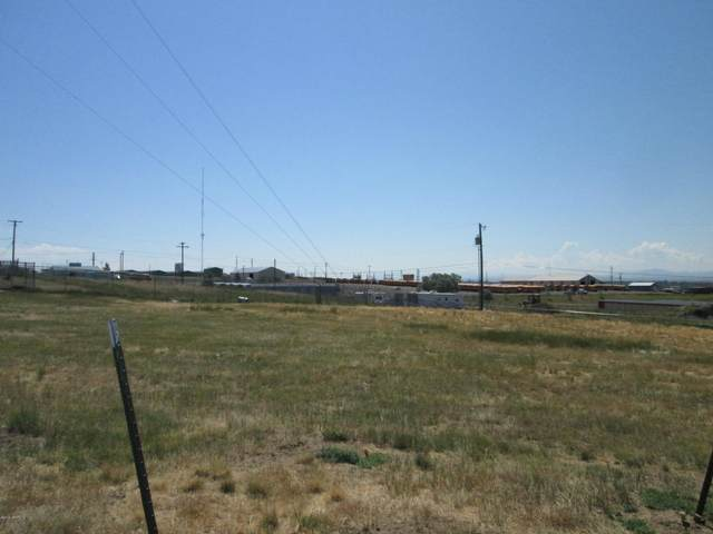 1120 Skyline Drive NE, Great Falls, MT 59404 (MLS #22100102) :: Whitefish Escapes Realty
