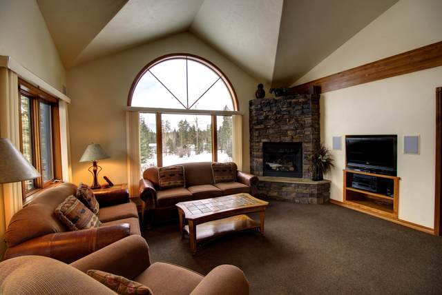 1025 St. Andrews Drive, Columbia Falls, MT 59912 (MLS #22100772) :: Whitefish Escapes Realty
