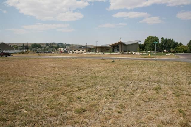 1305 Dixie Lane, Great Falls, MT 59404 (MLS #22102893) :: Montana Life Real Estate