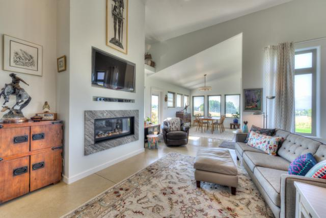 1670 Sutherland Lane, Corvallis, MT 59828 (MLS #21814558) :: Keith Fank Team