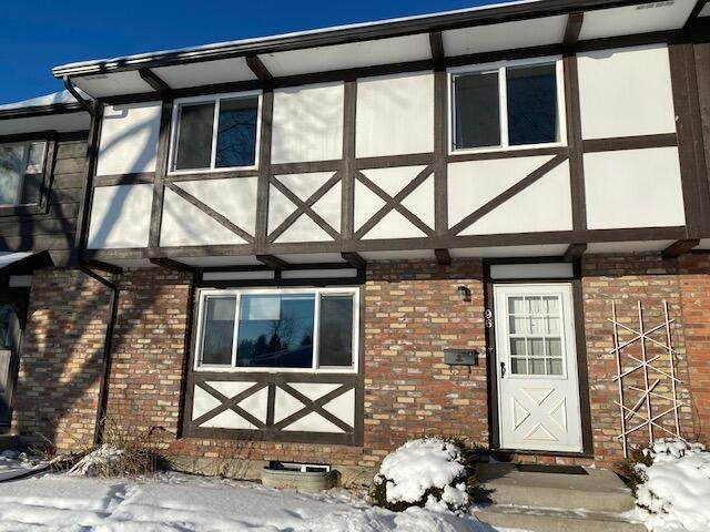 1200 32nd Street S, Great Falls, MT 59405 (MLS #22102909) :: Montana Life Real Estate