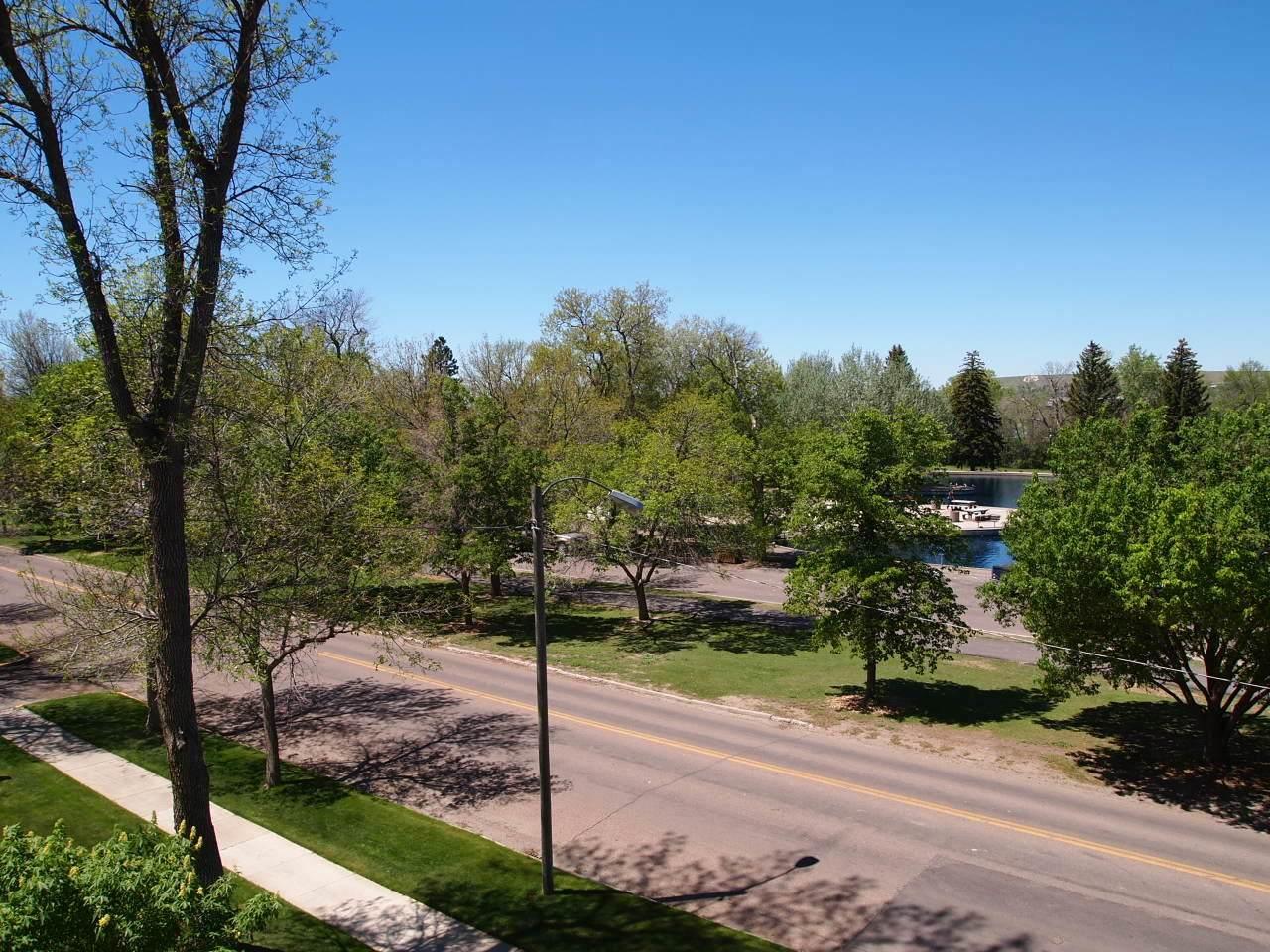 405 Park Drive - Photo 1